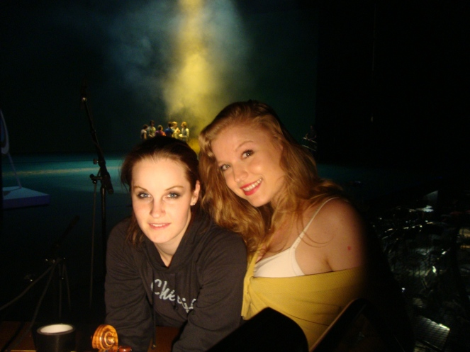 'Magdalene' - behind the scenes (violinist Sonja Schebeck and composer Chloé Charody)