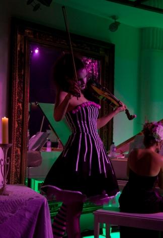 'Ilythian' Violin virtuoso Sonja Schebeck